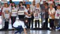 Buenos Aires: Familiares de las 51 victimas de la tragedia de Once, se reunieron a la misma hora de la tragedia ocurrida hace 5 años, para colocar baldosas con los nombres de cada una de las victimas en el ande Nro 1 de la estación de Once. Foto: Gustavo Amarelle
